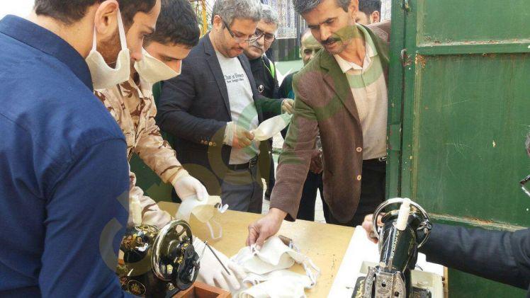 دوخت و توزیع ماسک بین مردم توسط گروه جهادی بسیج شهید رجایی در لاهیجان